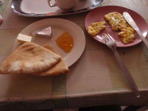 2_petragatehotel_breakfast