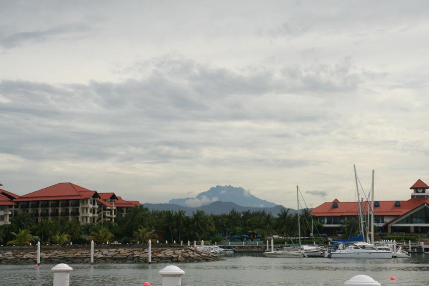 東南アジアの最高峰キナバル山
