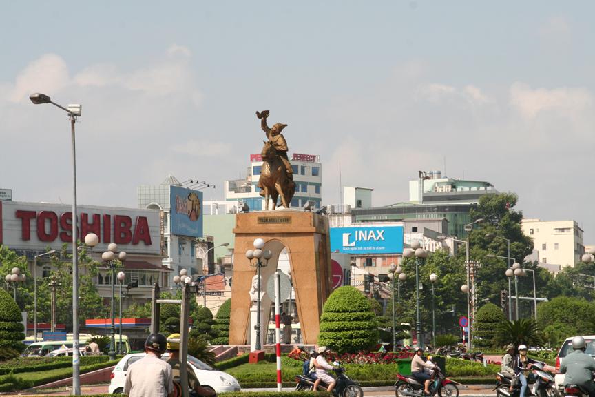ベンタイン市場前の像